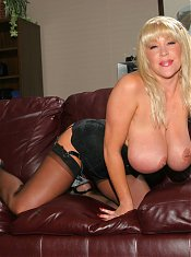 Kandi Cox exposes her pair of enormous knockers and enjoys hot sex on the couch live
